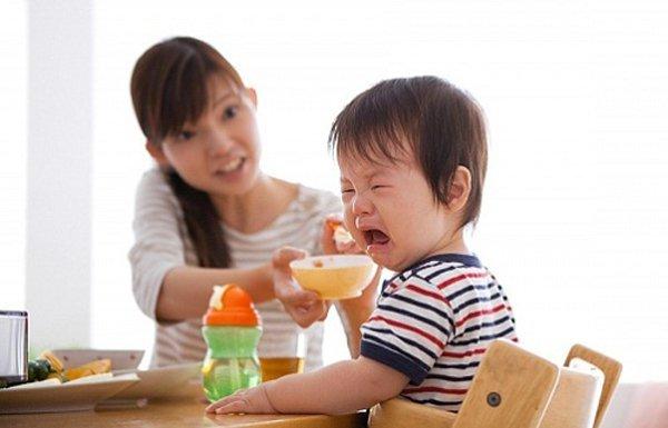 Nháo nhào cho con đi khám dinh dưỡng, bà mẹ bật khóc trước lời khuyên của bác sĩ: Hãy cho con nhịn đói! - Ảnh 1.