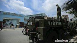 """4 xe đặc chủng của quân đội làm việc xuyên trưa, sẵn sàng """"tấn công"""" tiêu trùng khử độc tại Bệnh viện K"""