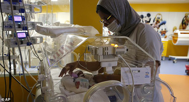 Hình ảnh mới nhất của các em bé trong ca sinh 9 hy hữu gây chấn động thế giới gần đây - Ảnh 11.