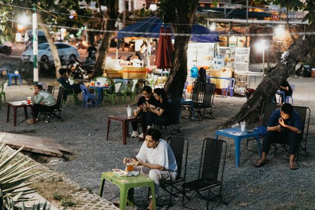 5 điểm tụ tập nổi tiếng của giới trẻ Sài Gòn giờ ra sao giữa mùa dịch: Nơi vắng lặng hơn hẳn, chỗ vẫn tấp nập như thường - Ảnh 11.