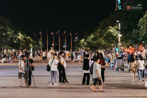 5 điểm tụ tập nổi tiếng của giới trẻ Sài Gòn giờ ra sao giữa mùa dịch: Nơi vắng lặng hơn hẳn, chỗ vẫn tấp nập như thường - Ảnh 27.