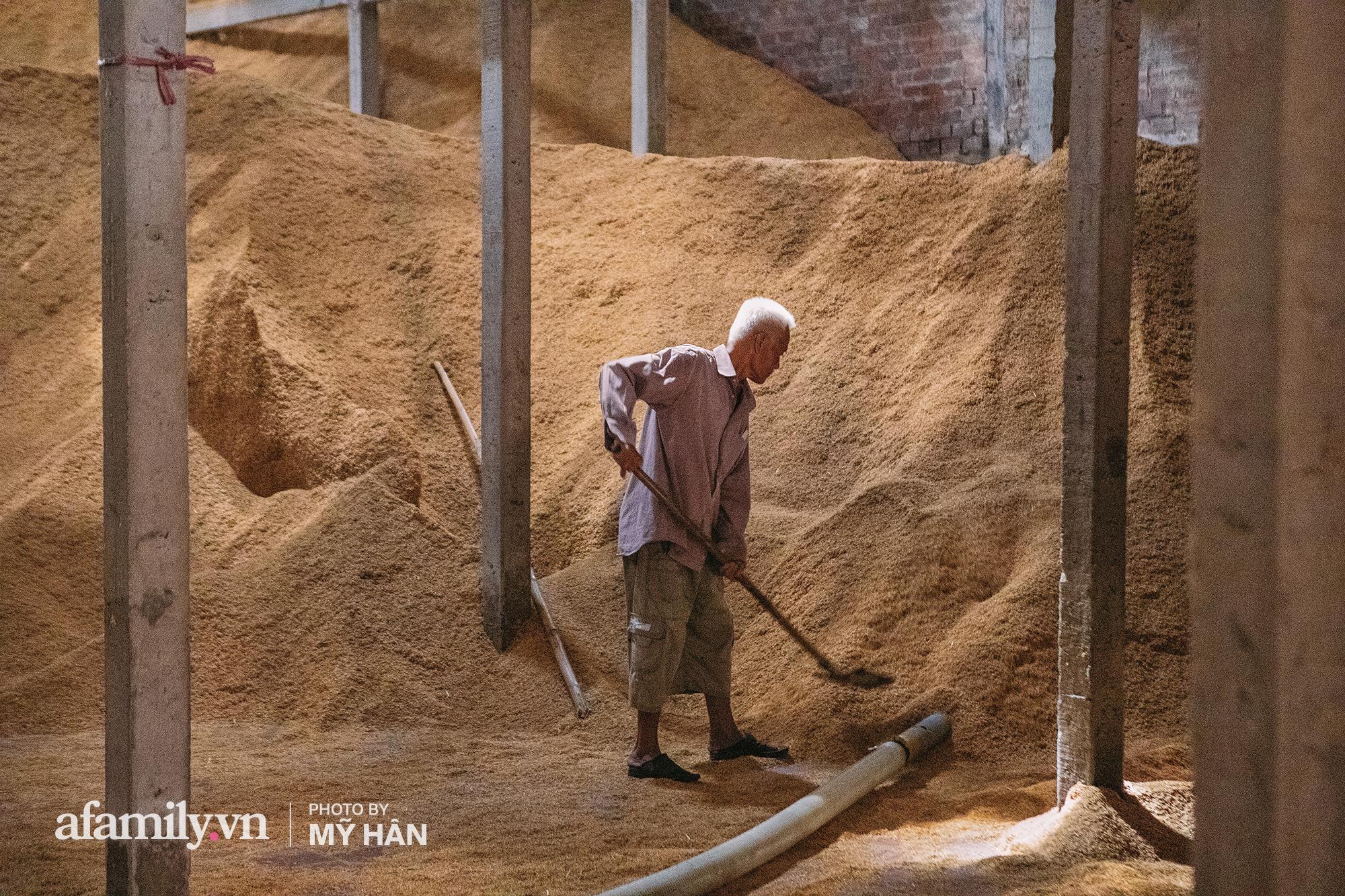 Ngôi làng đỏ hơn 100 năm tuổi khiến người ta phải thốt lên