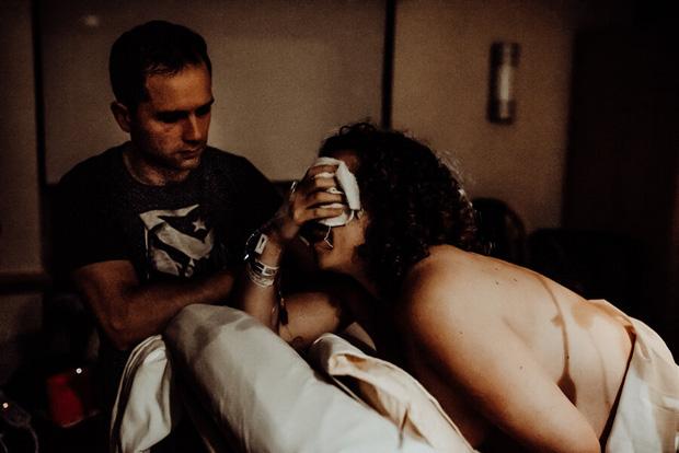 Thai nhi 38 tuần chết lưu trong bụng, bà mẹ nén nỗi đau chụp lại bộ ảnh lâm bồn rồi bế trên tay đứa con đã ngưng thở khiến ai cũng nghẹn ngào - Ảnh 4.