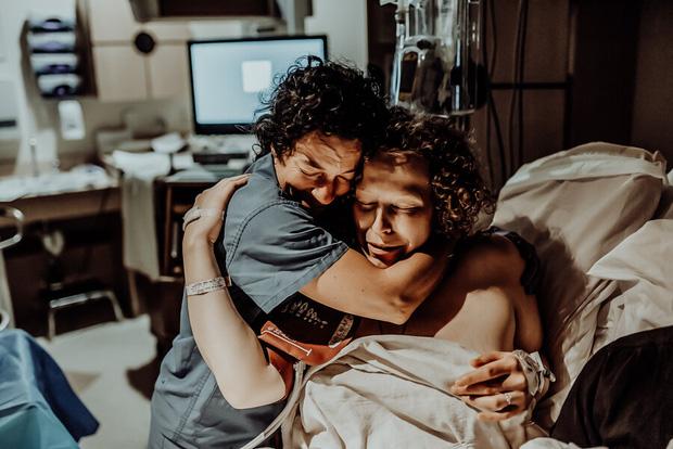 Thai nhi 38 tuần chết lưu trong bụng, bà mẹ nén nỗi đau chụp lại bộ ảnh lâm bồn rồi bế trên tay đứa con đã ngưng thở khiến ai cũng nghẹn ngào - Ảnh 6.