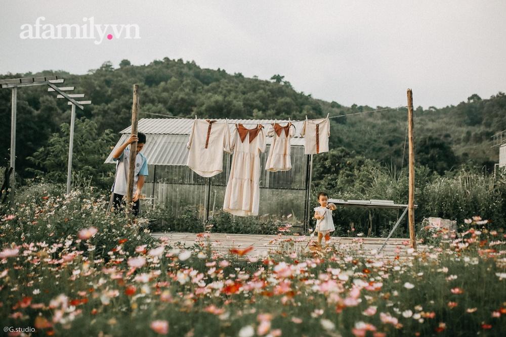 Cặp vợ chồng bỏ phố về quê xây ngôi nhà nhỏ trên mảnh đồi 2ha phủ quanh toàn hoa dại đẹp như vườn quê Châu Âu - Ảnh 5.