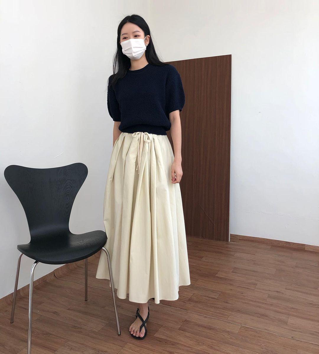 Nàng blogger Hàn có biệt tài diện toàn đồ đơn giản mà ai cũng muốn copy theo, diện đi làm hay đi chơi cũng ổn - Ảnh 5.