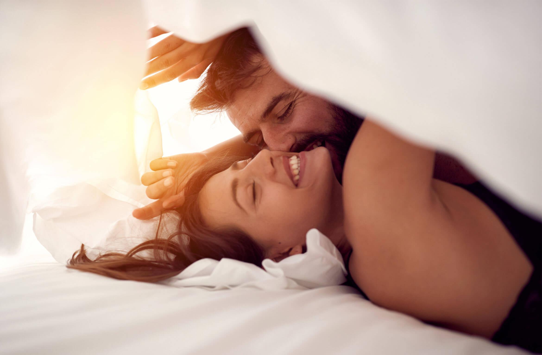 Happy-couple-having-fun-in-bed.jpeg