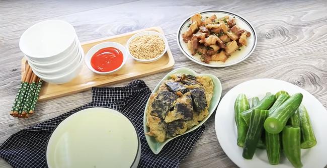 Bữa tối nay chỉ có 2 món đơn giản nhưng đảm bảo đưa cơm vô cùng: Chưa đến 70k, cả nhà no căng bụng! - Ảnh 1.