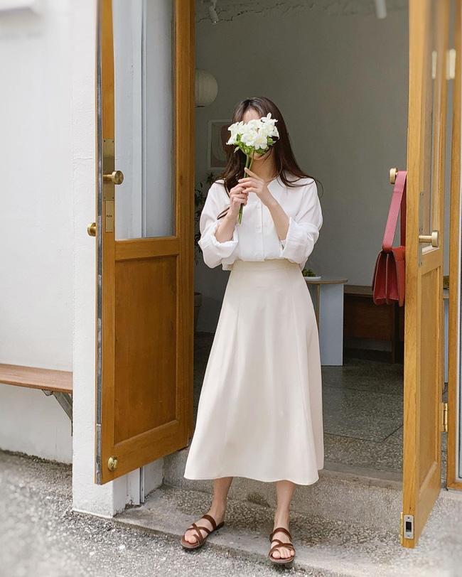 Diện chân váy dài đẹp xinh hết cỡ nhờ áp dụng 12 cách mix của gái Hàn - Ảnh 7.
