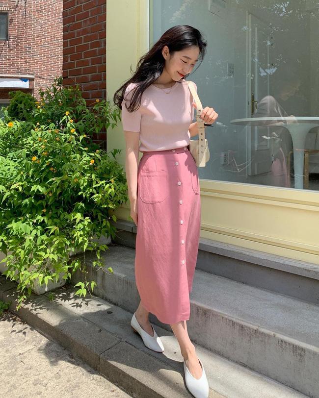 Diện chân váy dài đẹp xinh hết cỡ nhờ áp dụng 12 cách mix của gái Hàn - Ảnh 6.