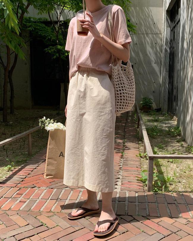 Diện chân váy dài đẹp xinh hết cỡ nhờ áp dụng 12 cách mix của gái Hàn - Ảnh 5.