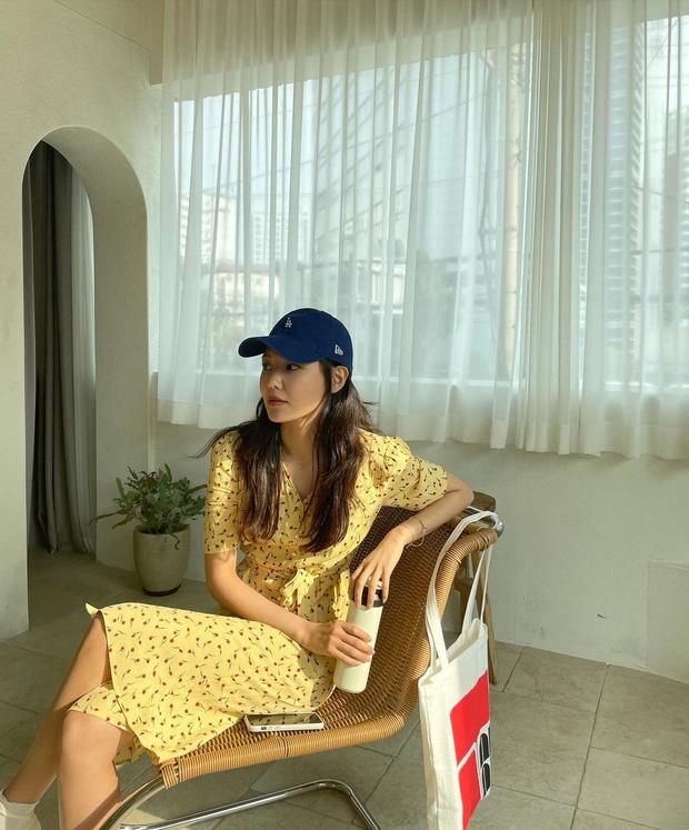 Cùng diện váy bánh bèo, sao Việt và sao Hàn chỉ cần thêm 1 thứ phụ kiện là ra ngay style khác bọt hoàn toàn - Ảnh 7.