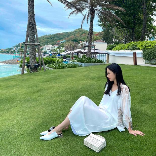 Cùng diện váy bánh bèo, sao Việt và sao Hàn chỉ cần thêm 1 thứ phụ kiện là ra ngay style khác bọt hoàn toàn - Ảnh 3.