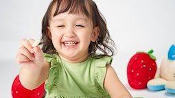 Giúp bé học thêm kỹ năng cầm nắm trong quá trình ăn dặm