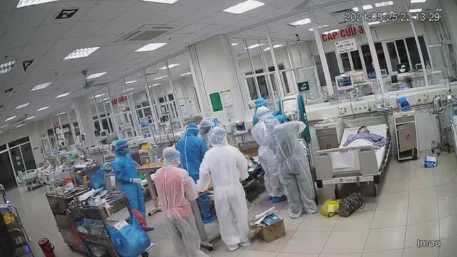 Việt Nam sắp chạm mốc 10.000 ca Covid-19: Chuyên gia BV Bạch Mai chia sẻ 4 biện pháp chống dịch căn cơ, hiệu quả nhất - Ảnh 1.