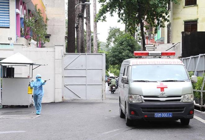 BS Trương Hữu Khanh: Không để F0 đi quá xa - biện pháp quan trọng nên tiến hành ngay để vây F0 ở TP Hồ Chí Minh - Ảnh 1.
