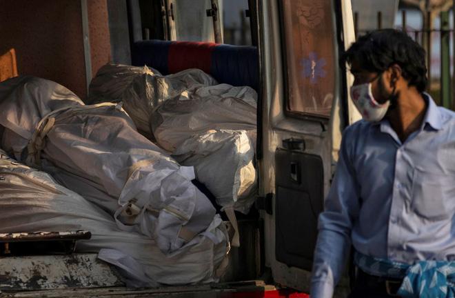 Ấn Độ báo cáo số người chết vì COVID-19 trong một ngày cao kỷ lục - Ảnh 1.
