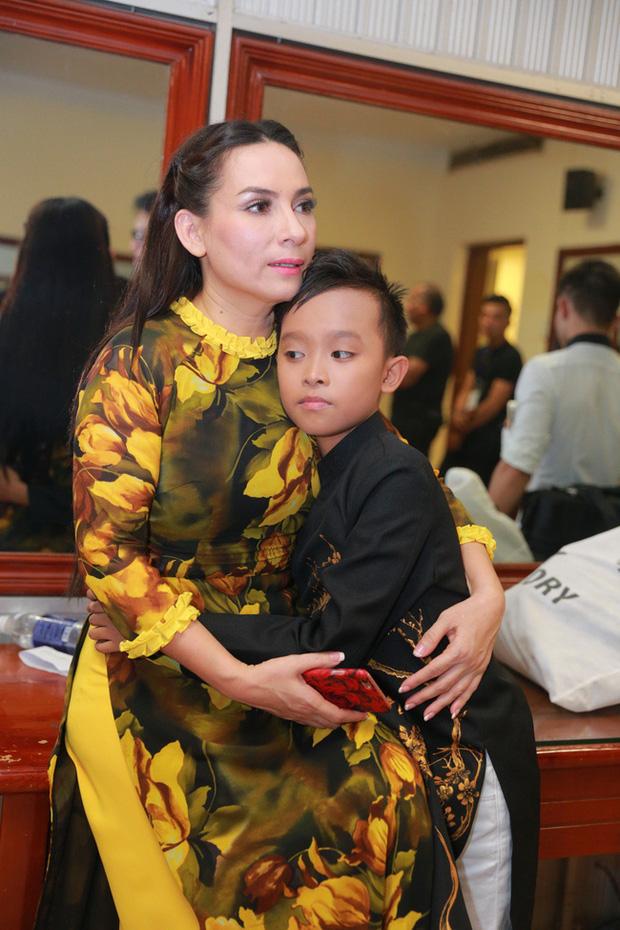 Vì sao Phi Nhung nhận nuôi Hồ Văn Cường 5 năm trước, giọng ca nhí từng kể về cuộc sống thay đổi ra sao? - Ảnh 2.