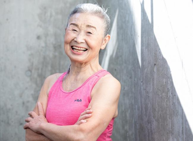Cụ bà Nhật Bản 90 tuổi nhưng làn da vẫn căng bóng, cơ thể dẻo dai như thiếu nữ: Bí quyết trẻ lâu, sống thọ đến từ 4 kiểu ăn uống đơn giản - Ảnh 4.