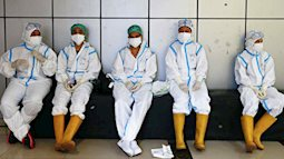 """350 bác sĩ Indonesia mắc Covid-19 dù đã tiêm vaccine của TQ: Sinovac giải thích, chuyên gia """"réo tên"""" Quảng Châu"""