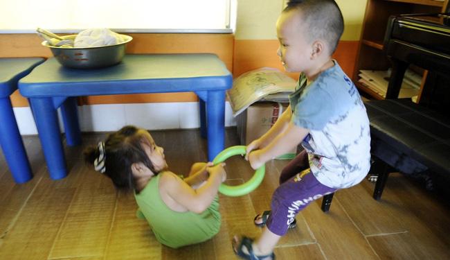 Phản ứng khi bị cướp đồ chơi tiết lộ chỉ số EQ của bé cao hay thấp, cha mẹ cần quan sát để có cách nuôi dạy con phù hợp - Ảnh 2.