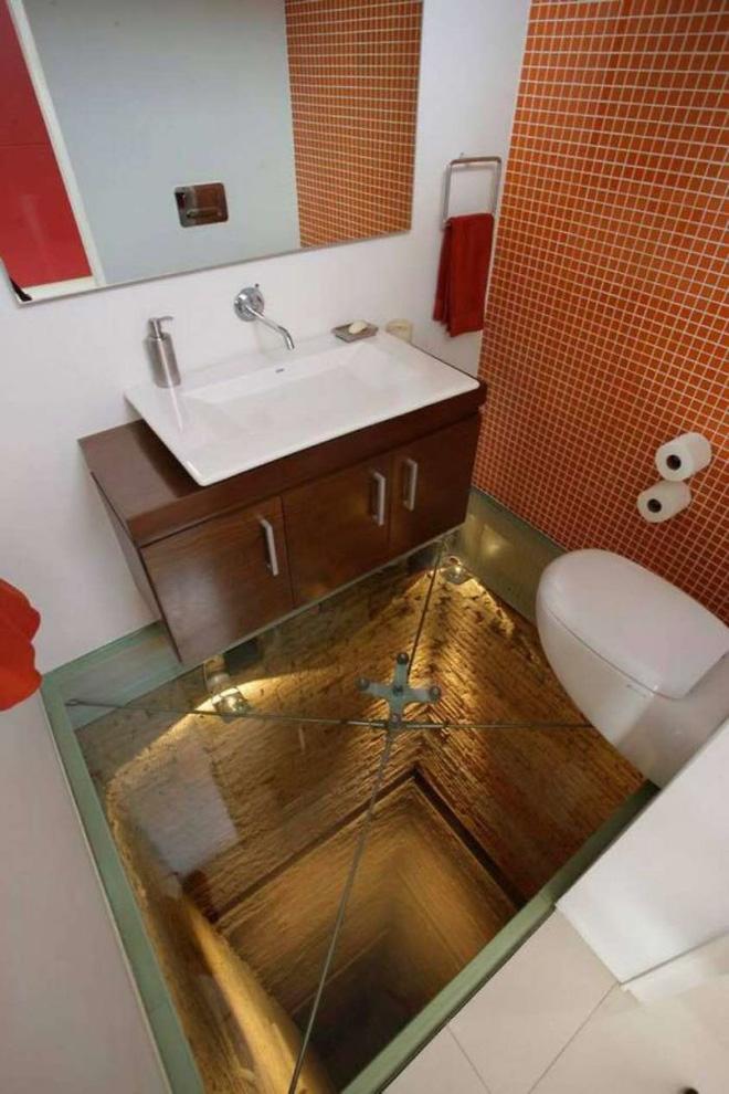 Vã mồ hôi với những nhà vệ sinh dị nhất thế giới: Số 5 dành cho những người không thích cô đơn - Ảnh 4.