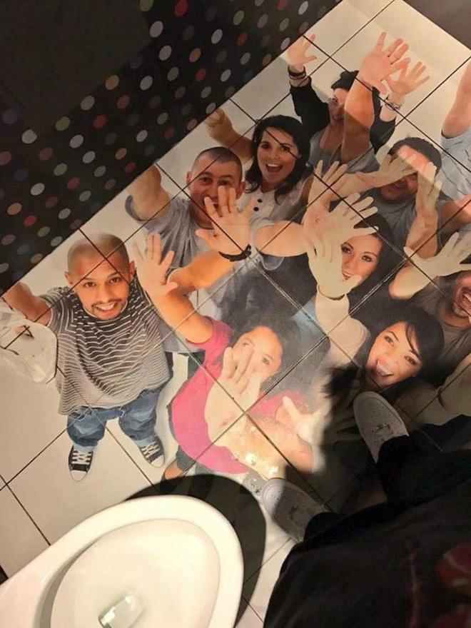 Vã mồ hôi với những nhà vệ sinh dị nhất thế giới: Số 5 dành cho những người không thích cô đơn - Ảnh 6.