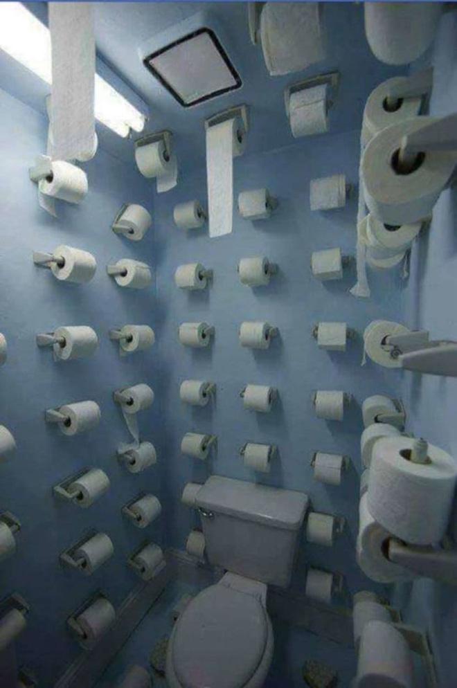 Vã mồ hôi với những nhà vệ sinh dị nhất thế giới: Số 5 dành cho những người không thích cô đơn - Ảnh 8.