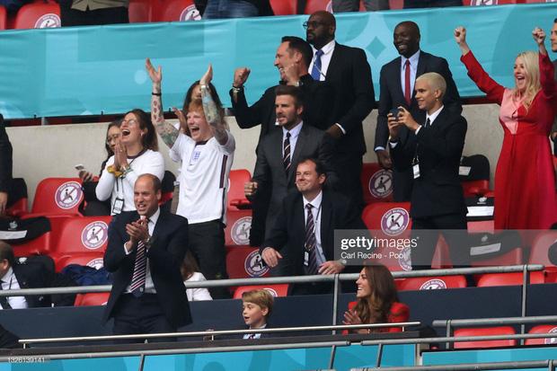 """""""Nội dung"""" hot nhất trận Anh - Đức đêm qua David Beckham: Có bản HD căng đét mời chị em vào """"húp trọn"""" cực phẩm! - Ảnh 17."""