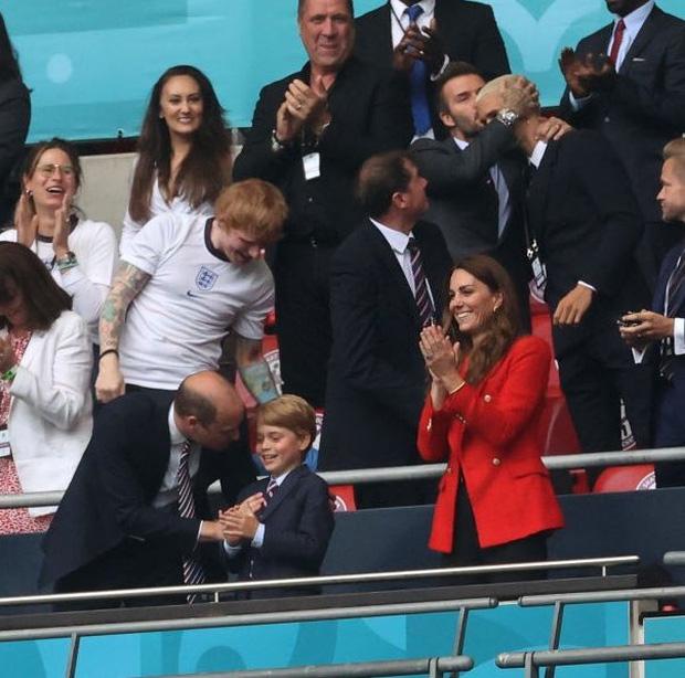 """""""Nội dung"""" hot nhất trận Anh - Đức đêm qua David Beckham: Có bản HD căng đét mời chị em vào """"húp trọn"""" cực phẩm! - Ảnh 18."""