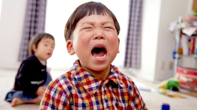 Con trai quá nghịch ngợm, mẹ gọi điện cho cô giáo nói 1 câu khiến cậu bé sợ xanh mặt, cư dân mạng vội chỉ ra cách làm của người mẹ thực chất là tai hại - Ảnh 1.