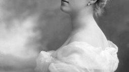 Cuộc đời lắm truân chuyên của Daisy - Công chúa đẹp nhất nước Anh: Đến chết vẫn không yên chỉ vì chuỗi ngọc trai đắt giá chồng tặng