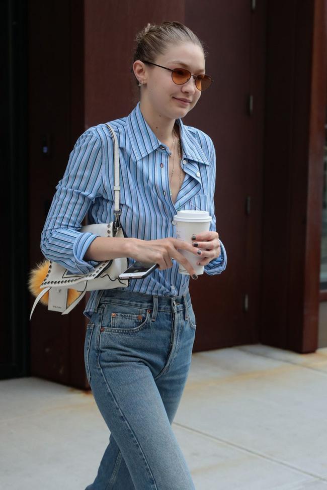 Mỹ nhân Hollywood diện áo sơ mi theo cách thoải mái, đơn giản nhưng sành điệu 100 điểm - Ảnh 1.