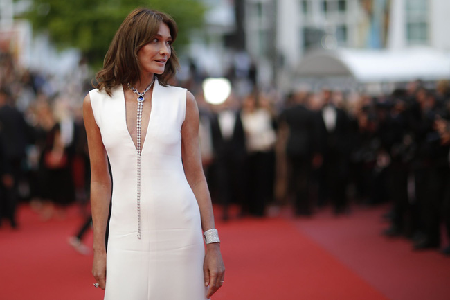 Từng có một cựu Phu nhân Tổng thống Pháp với phong cách thanh lịch thời thượng, luôn chiếm sóng tại hàng ghế đầu của các show thời trang - Ảnh 12.