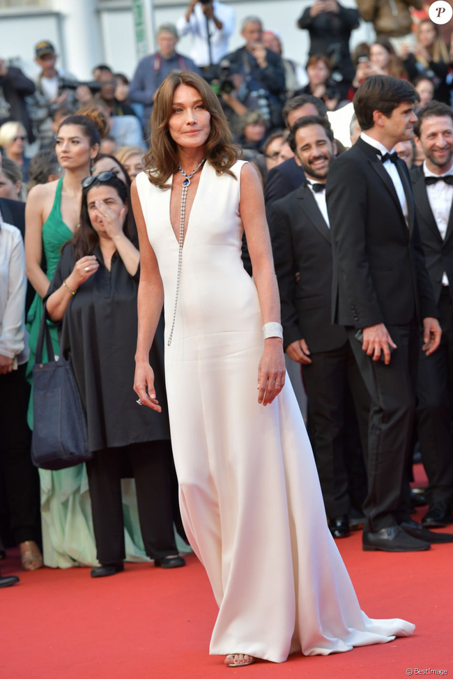 Từng có một cựu Phu nhân Tổng thống Pháp với phong cách thanh lịch thời thượng, luôn chiếm sóng tại hàng ghế đầu của các show thời trang - Ảnh 13.