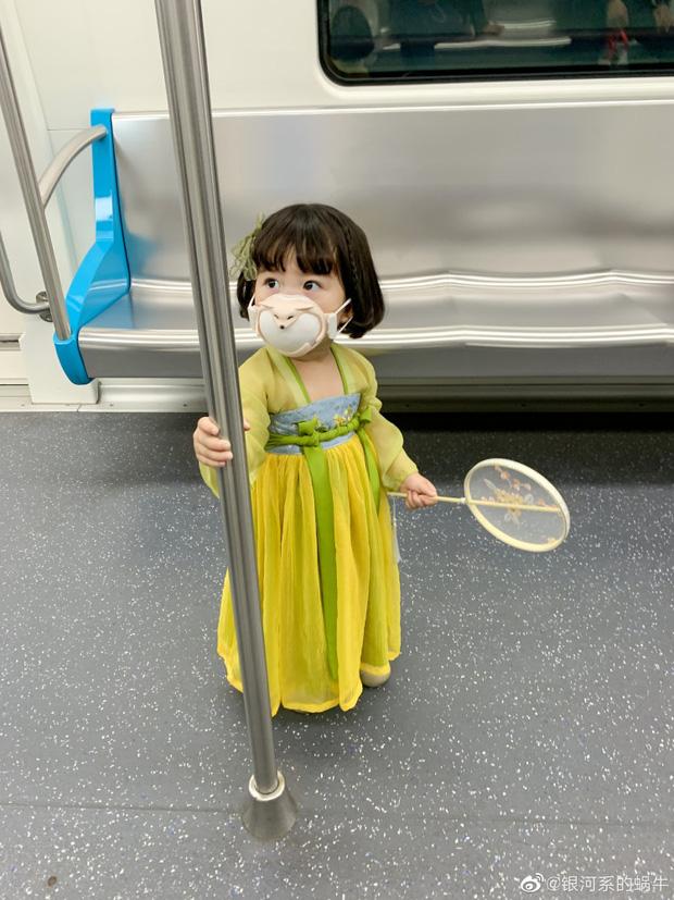 Sự thật ngã ngửa về bức ảnh bé gái Nhật Bản đã xinh xắn còn hiểu chuyện nhường ghế trên tàu điện ngầm gây xôn xao mạng xã hội xứ Trung - Ảnh 2.