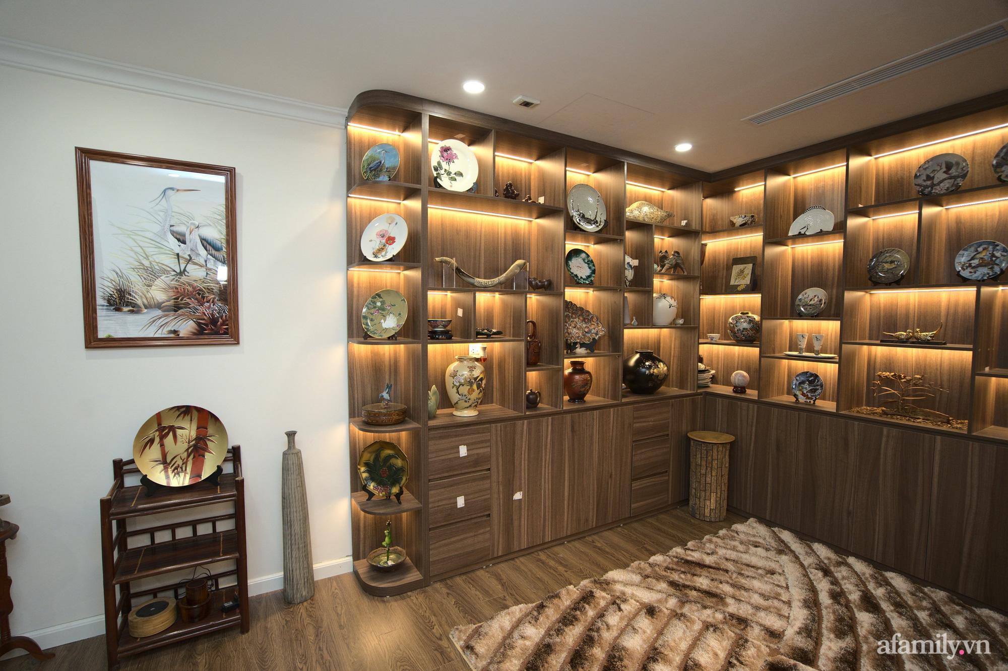Căn hộ 107m2 đẹp sang trọng với nội thất màu gỗ óc chó có chi phí hoàn thiện 150 triệu đồng ở Hà Nội - Ảnh 10.