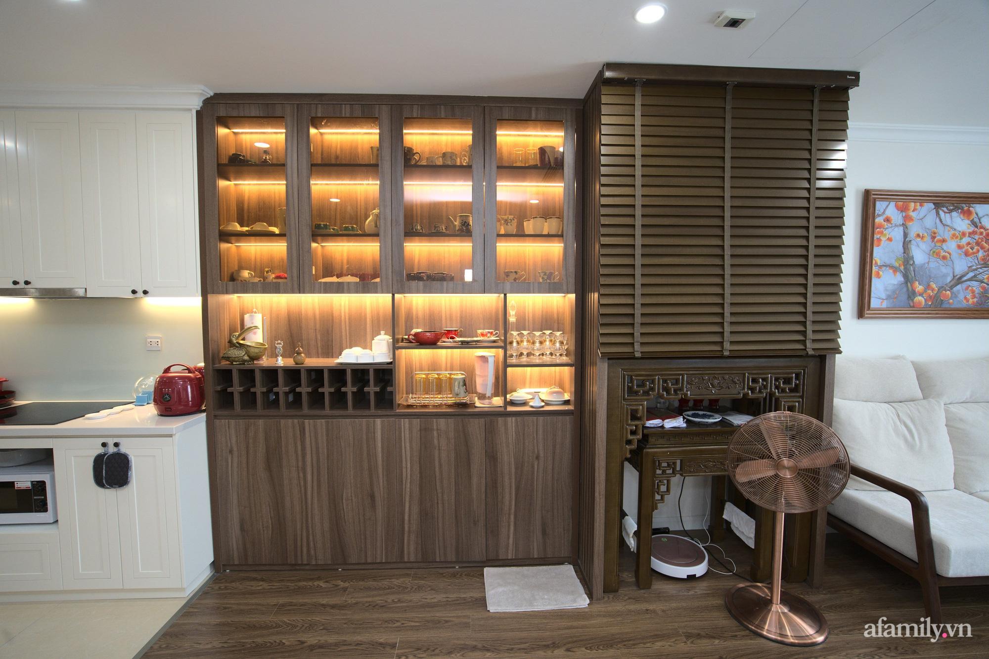 Căn hộ 107m2 đẹp sang trọng với nội thất màu gỗ óc chó có chi phí hoàn thiện 150 triệu đồng ở Hà Nội - Ảnh 11.