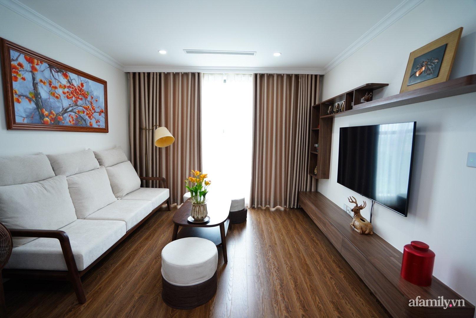 Căn hộ 107m2 đẹp sang trọng với nội thất màu gỗ óc chó có chi phí hoàn thiện 150 triệu đồng ở Hà Nội - Ảnh 1.