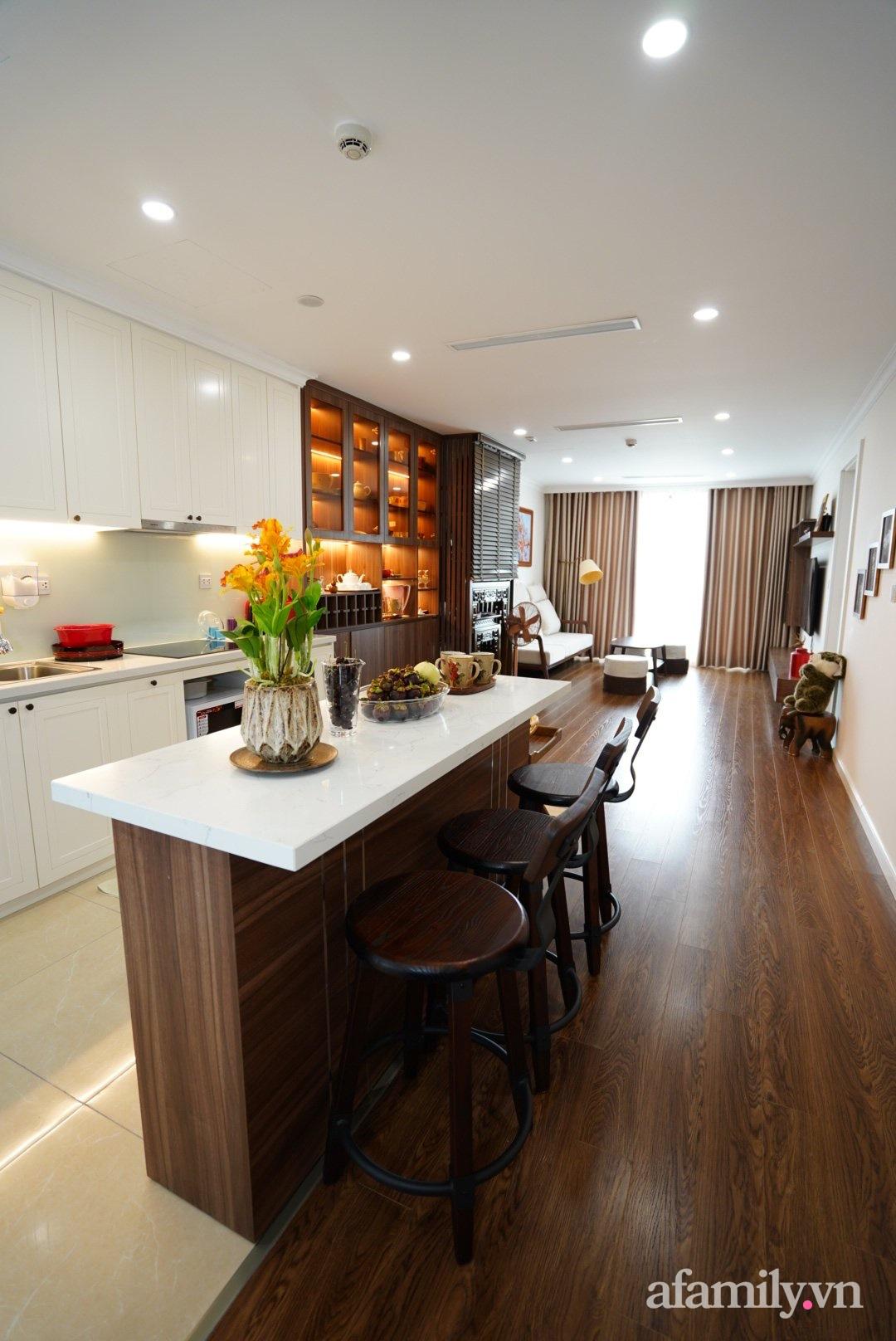 Căn hộ 107m2 đẹp sang trọng với nội thất màu gỗ óc chó có chi phí hoàn thiện 150 triệu đồng ở Hà Nội - Ảnh 6.