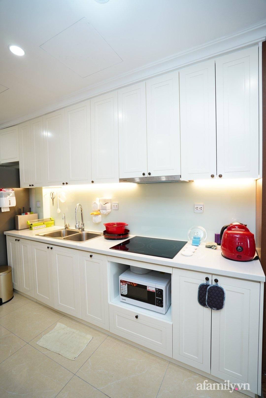 Căn hộ 107m2 đẹp sang trọng với nội thất màu gỗ óc chó có chi phí hoàn thiện 150 triệu đồng ở Hà Nội - Ảnh 7.