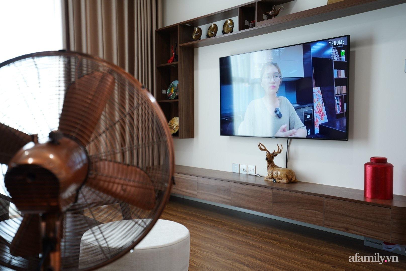 Căn hộ 107m2 đẹp sang trọng với nội thất màu gỗ óc chó có chi phí hoàn thiện 150 triệu đồng ở Hà Nội - Ảnh 3.