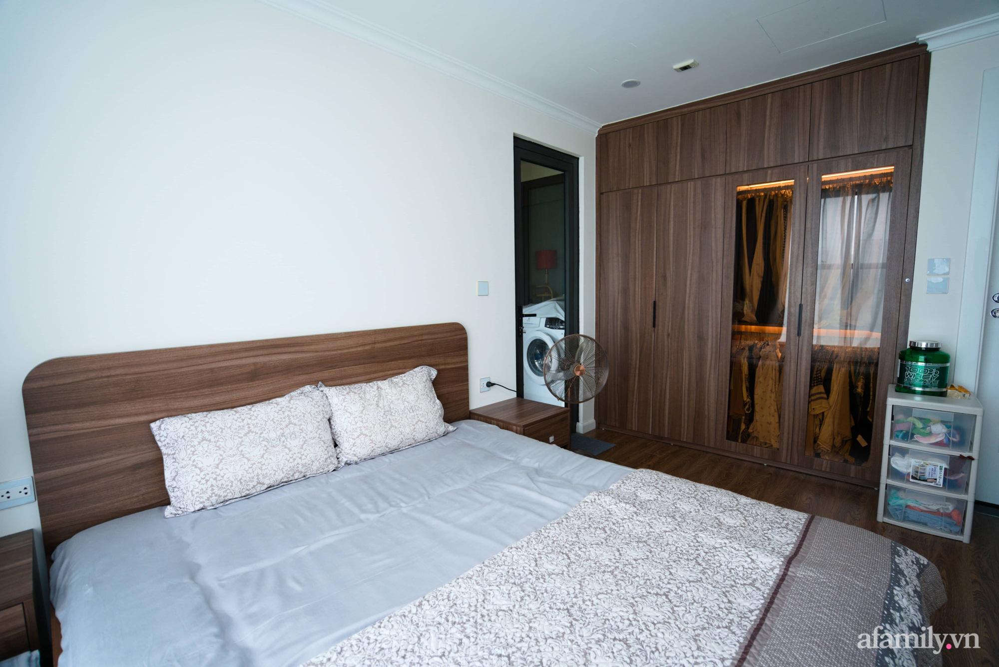 Căn hộ 107m2 đẹp sang trọng với nội thất màu gỗ óc chó có chi phí hoàn thiện 150 triệu đồng ở Hà Nội - Ảnh 13.