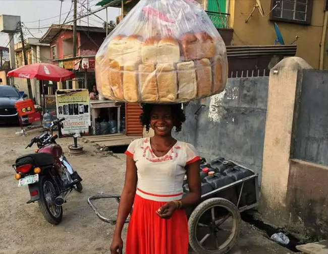 Bà mẹ 2 con bán bánh mì dạo đổi đời ngoạn mục sau khi vô tình