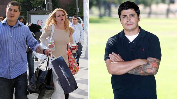Cựu vệ sĩ của Britney Spears hé lộ tình tiết gây sốc: Nữ ca sĩ bị bắt uống 1 cốc ma túy mỗi tuần, 3 loại thuốc thần kinh và thuốc tránh thai - Ảnh 2.