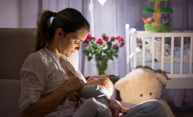 Bé sơ sinh 7 ngày tuổi bị sặc sữa tím tái toàn thân, không còn nhịp tim, không thở - Ảnh 4.