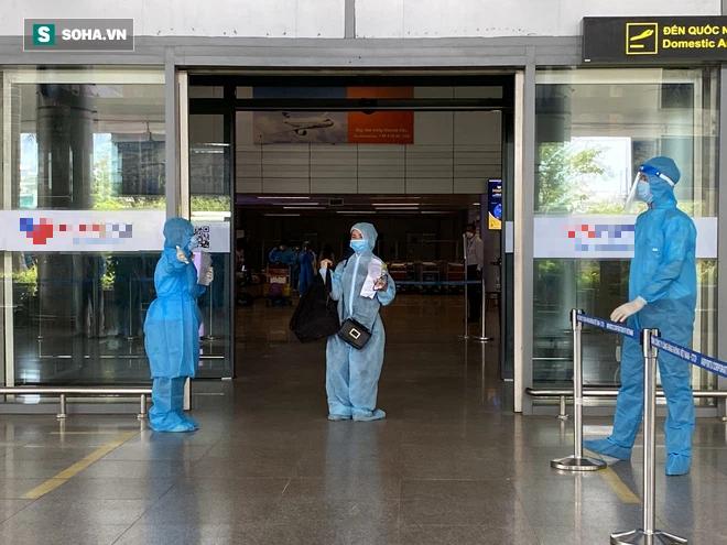 Cận cảnh chuyến bay đưa bà con Đà Nẵng về từ TP HCM - Ảnh 3.