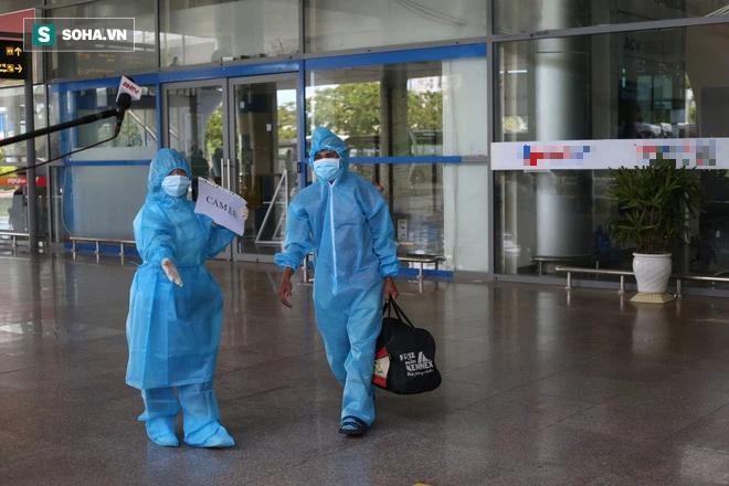 Cận cảnh chuyến bay đưa bà con Đà Nẵng về từ TP HCM - Ảnh 4.