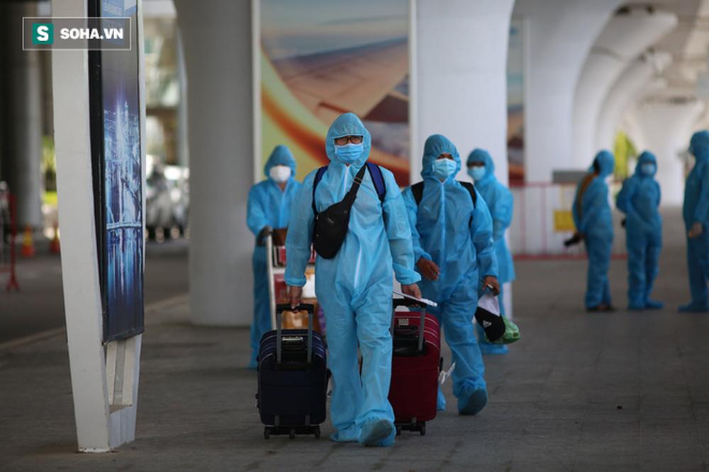 Cận cảnh chuyến bay đưa bà con Đà Nẵng về từ TP HCM - Ảnh 8.