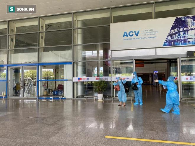 Cận cảnh chuyến bay đưa bà con Đà Nẵng về từ TP HCM - Ảnh 10.